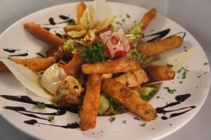 Salat mit gebackenem Spargel und sautierter Hähnchenbrust!